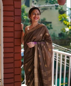 Dark brown 100 count linen sarees with butti