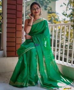 Green 100 count linen sarees with butti